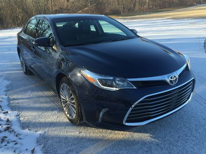 2016 Toyota Avalon Limited front 3/4 view