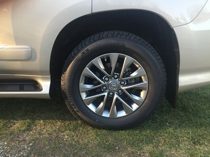 2016 Lexus GX460 wheel and tire detail