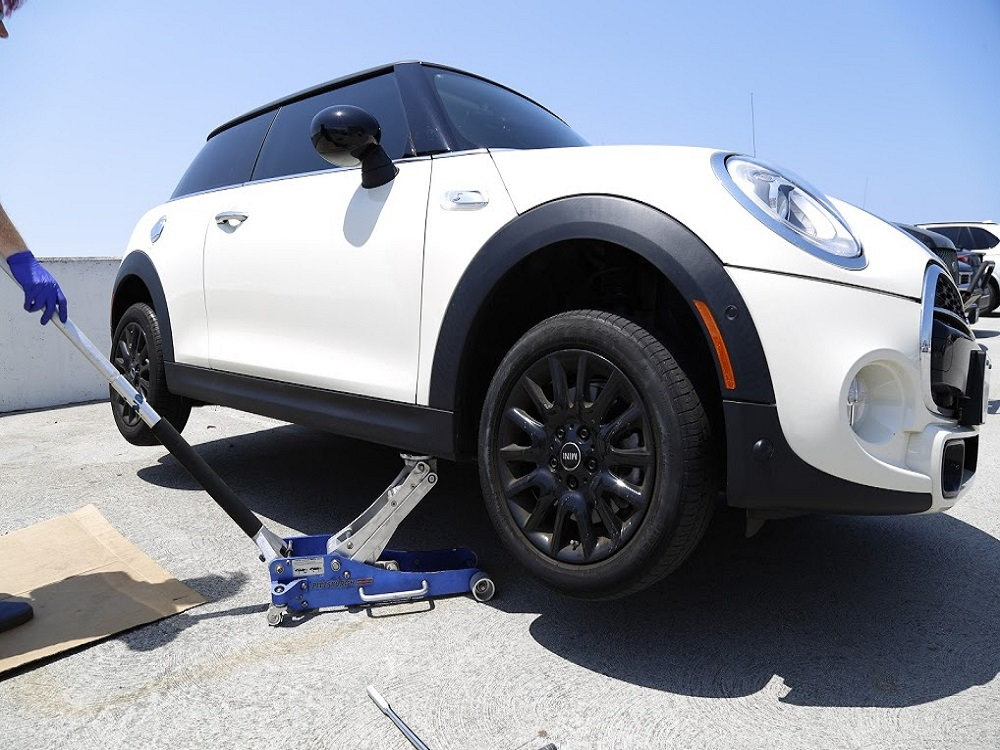 mini cooper 2007 to 2013 how to replace brake fluid northamericanmotoring. Black Bedroom Furniture Sets. Home Design Ideas