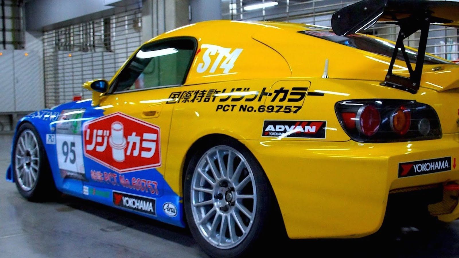 Differences Between Time Attack and Wheel-to-Wheel Racing