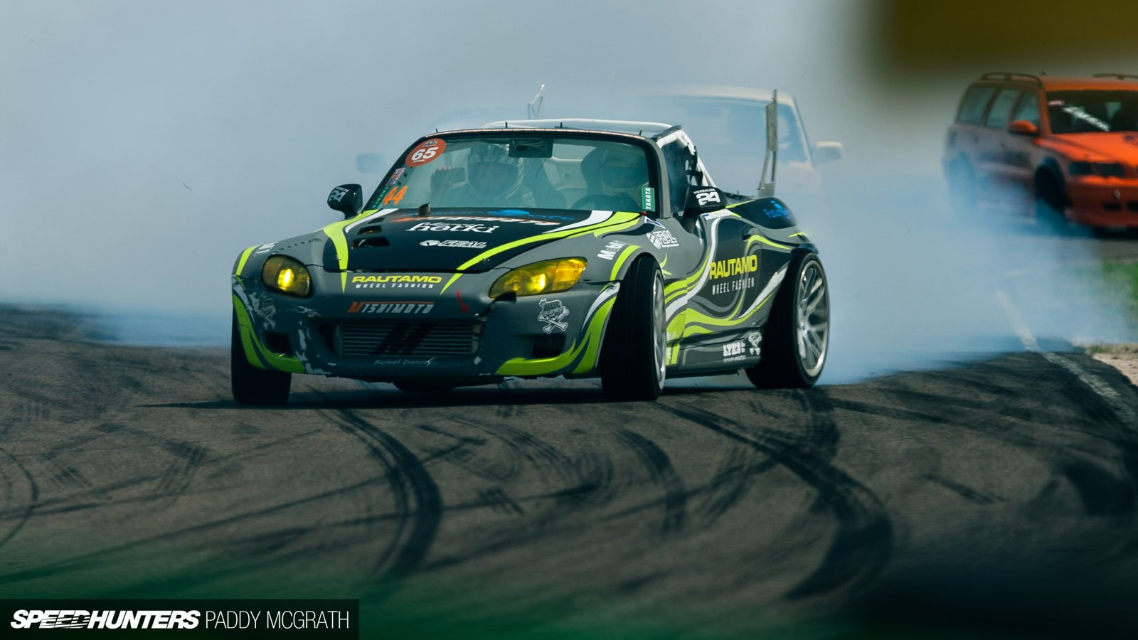 Honda S2000 Goes Drifting