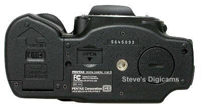 Pentax *ist D, image (c) 2003 Steve's Digicams