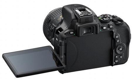 Nikon_D5500_18-55mm_back_LCD_large.jpg
