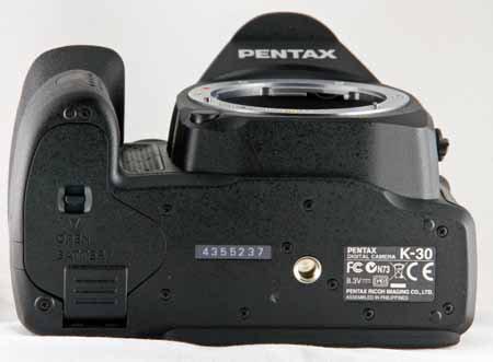 Pentax K-30-bottom.jpg