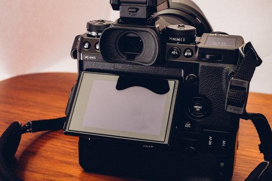FujifilmXH1_ProductImage_06.jpg
