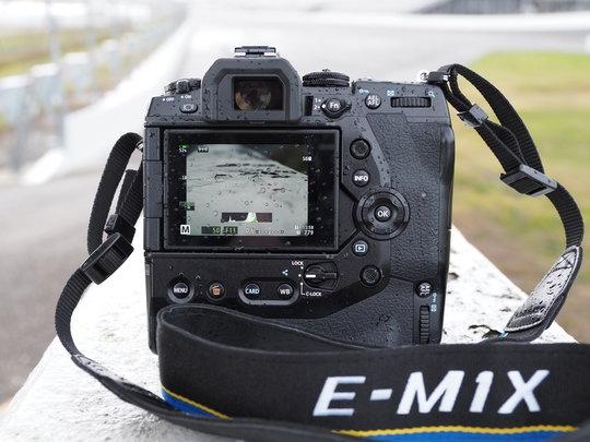 Olympus-OM-D-E-M1X-rear.jpg