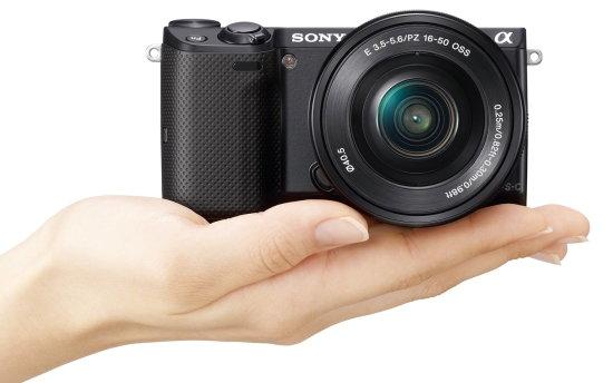 Sony_NEX-5T_SELP1650_BK_hand.jpg