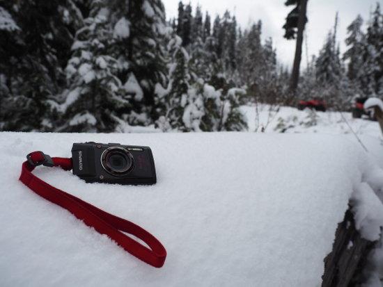 Olympus_Stylus_TG-4_snow_left.jpg