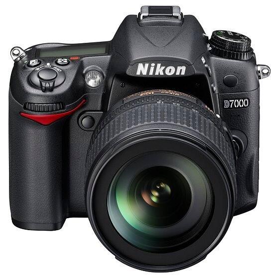 nikon_D7000_18-105_front_550.jpg