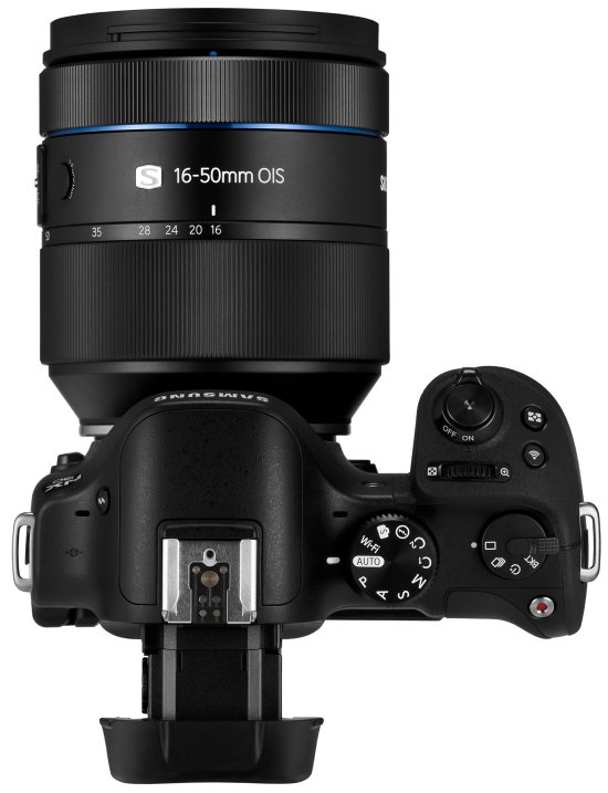 NX30 and 16-50mm 4.jpg
