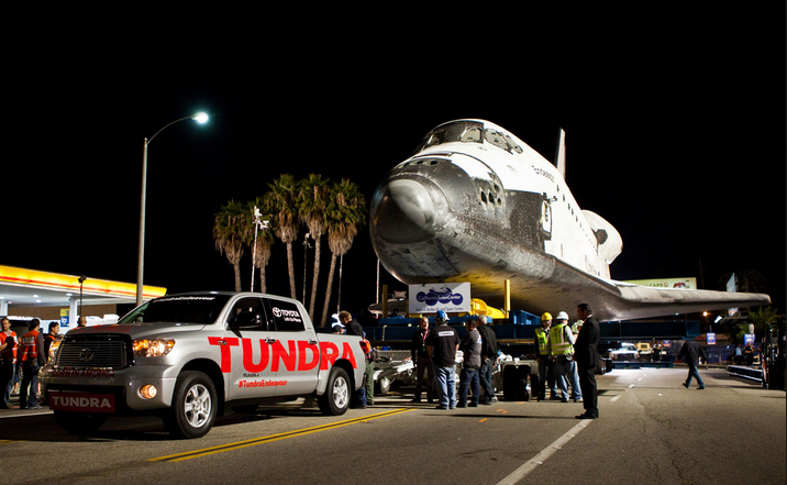 Tundra pulling Space Shuttle
