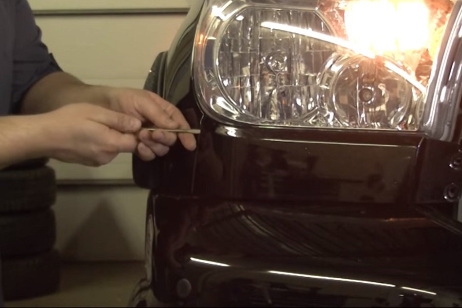 Toyota Tundra Removing headlight