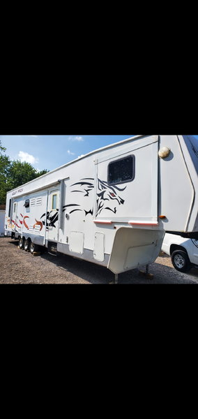 08 toyhauler wolfpack ready to camp  for Sale $18,500