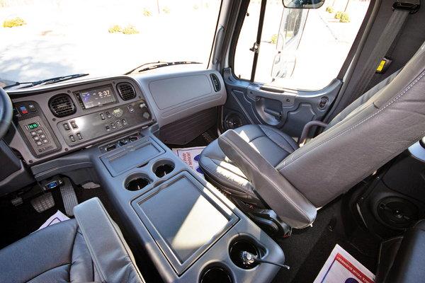 2015 Freightliner® Sportchassis RHA-350 Platinum Onyx Ed