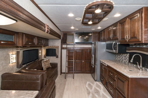 Used 2017 Haulmark Status 45MG toy hauler motorhome RV super  for Sale $335,990