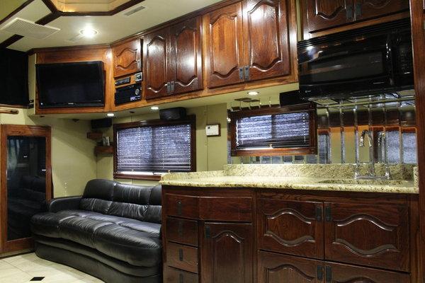2012 S&S PETERBILT 389 25' TOTERHOME & 38' LIFTGATE   for Sale $389,000