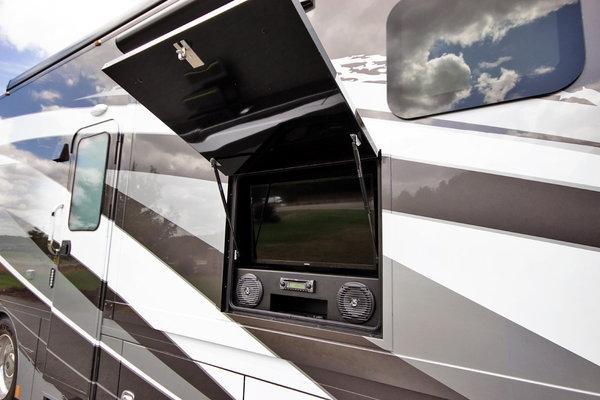 2020 RENEGADE RV Verona LE 38LDG Class C Motorhome