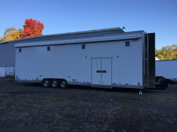 2010 37' Motorsport Gold Rush Stacker - Fully Optioned  for Sale $189,000
