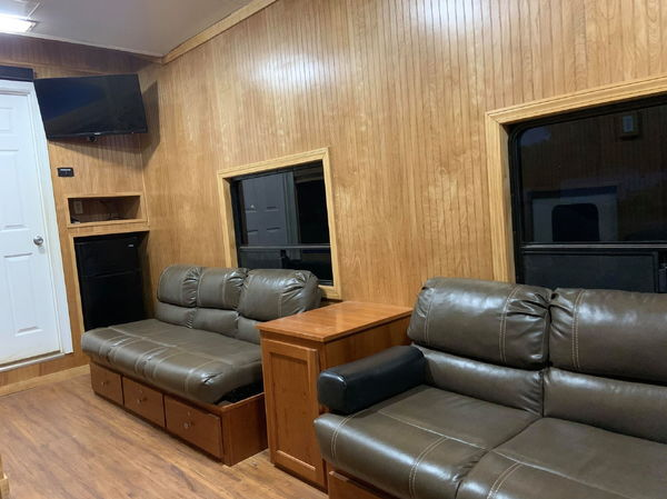 2002 Wildside toterhome on kenworth chassis  for Sale $76,500