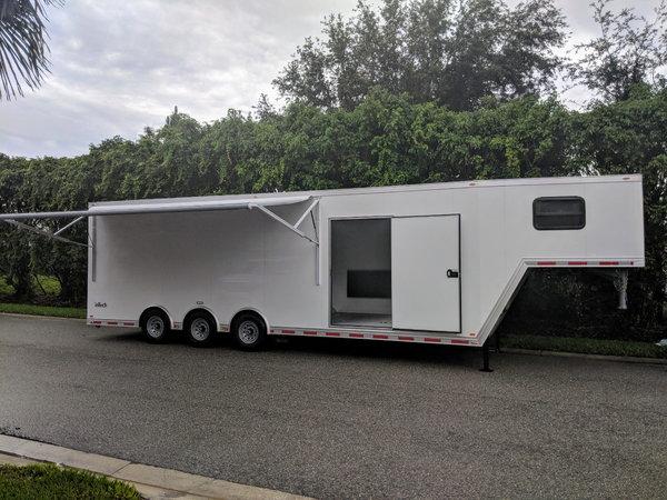 2018 Intech all aluminum enclosed triple axle gooseneck trai