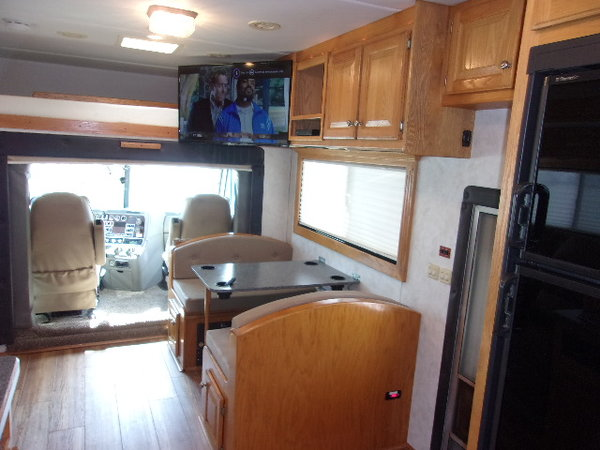 2005 Renegade 22' rear bedroom totor