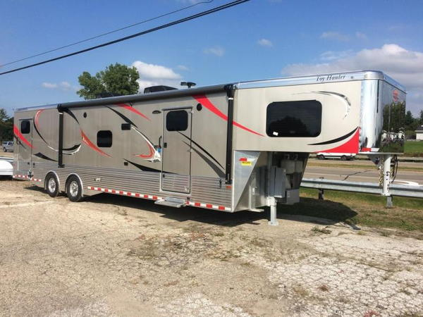 Sundowner Toy Hauler Clearance - Priced at Dealer Cost