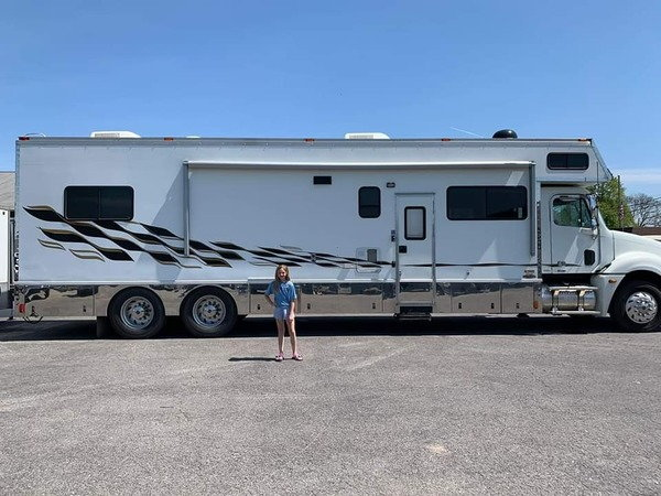 2005 RENEGADE TANDEM AXLE MOTORHOME  for Sale $129,995