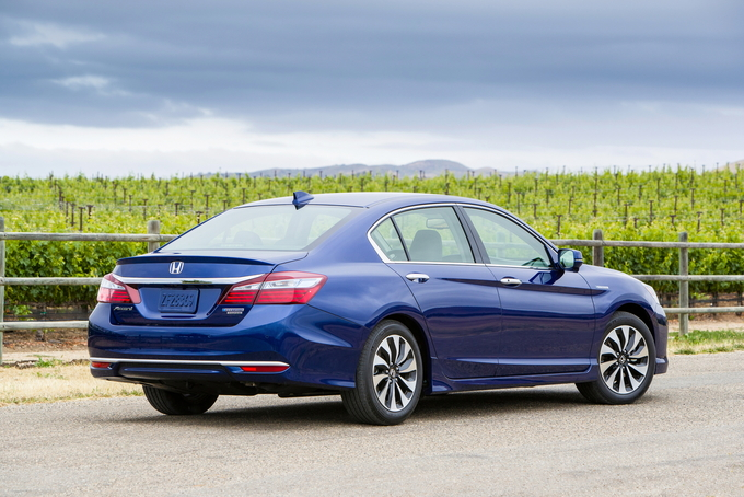 2017 honda accord hybrid deals prices incentives leases overview carsdirect. Black Bedroom Furniture Sets. Home Design Ideas