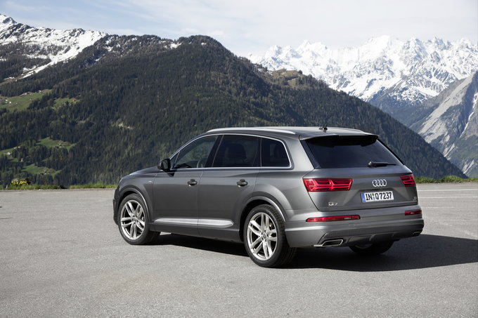 The Audi Q7 Is A Three Row Crossover Utility Vehicle Delivering What Pers Want Roomy Luxurious And Tech Filled Model 2018 One Of S