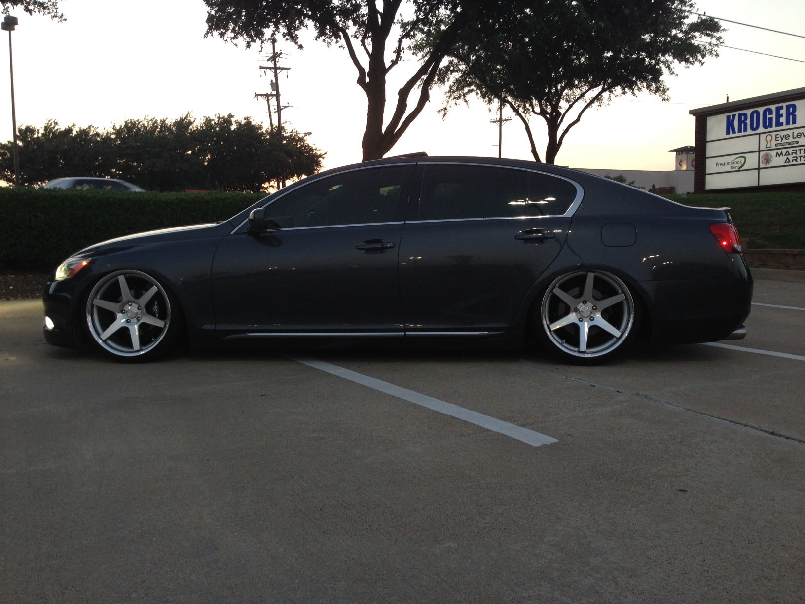 What type of wheel looks best on a 2010 Lexus GS 350 AWD
