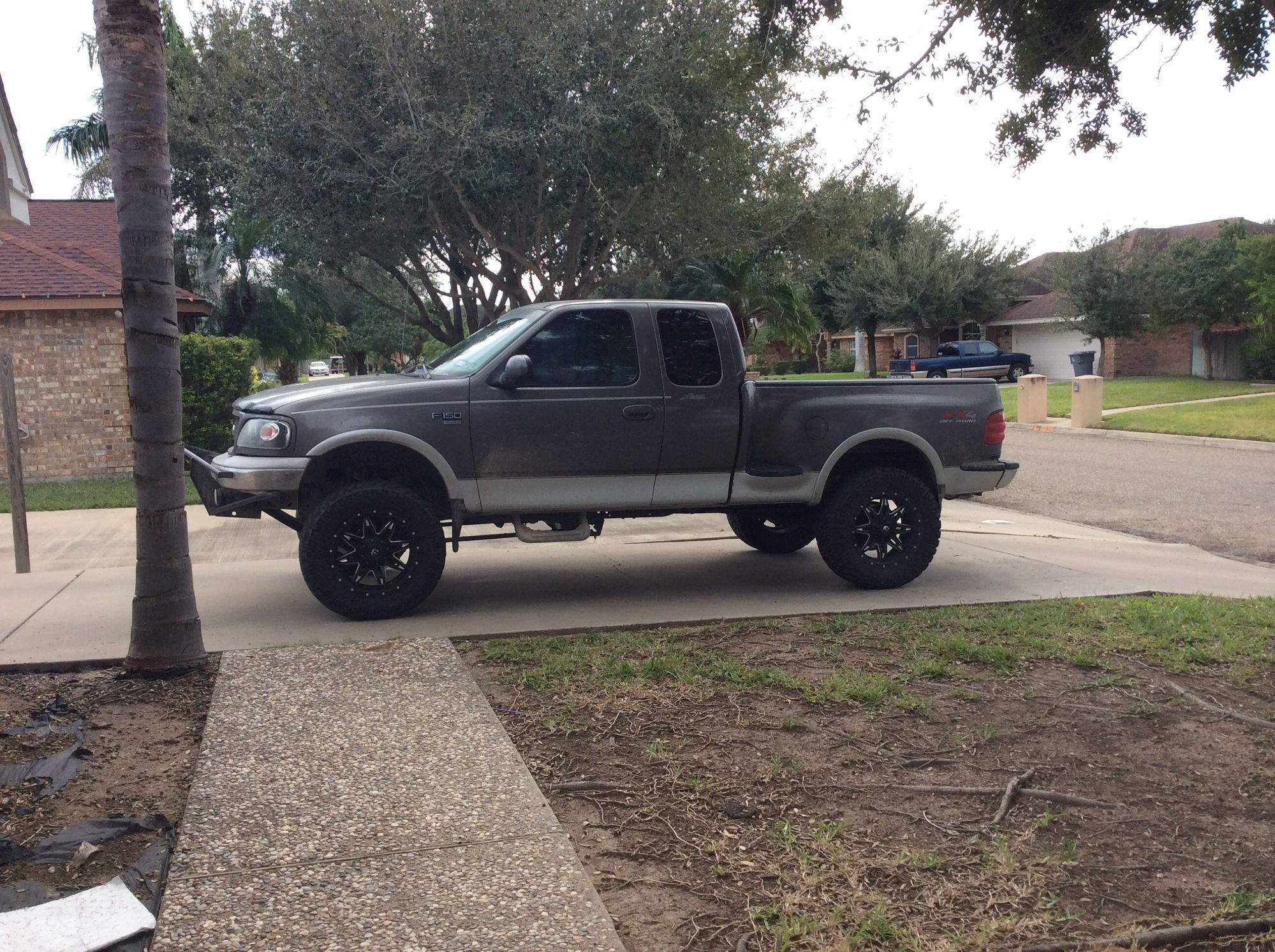 it kind of a prerunner i already got kyng shocks and new leaf springs with upgraded control arms and sway bars just need the power to get her going