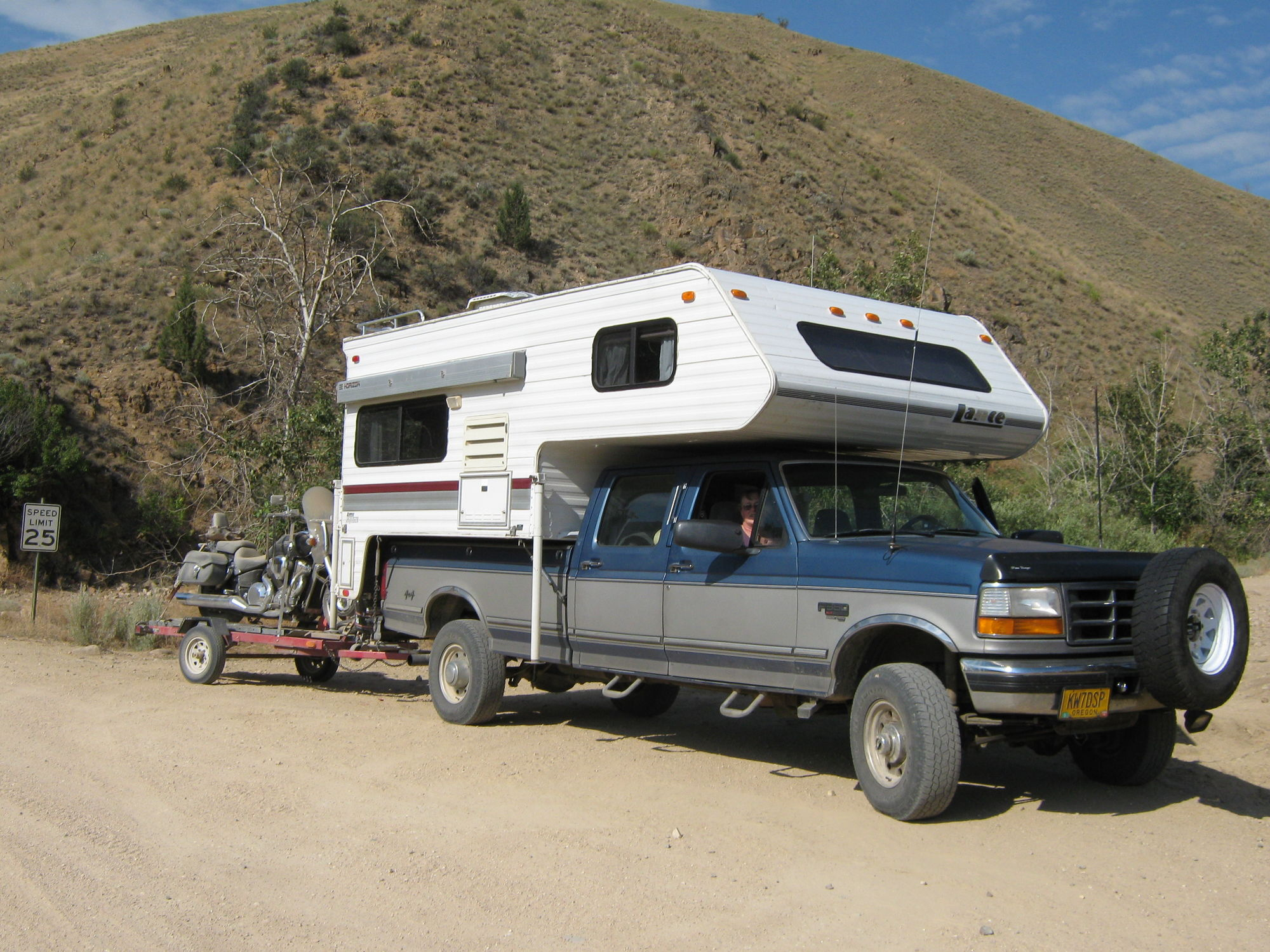 That seems low my 7 3l got 21 highway empty highway gears installed towing the 12 000 5th wheel i got 12 average with really good on flat freeway