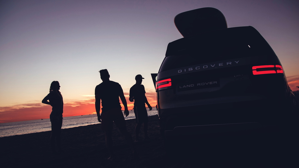 Surfers sample the Land Rover Discovery