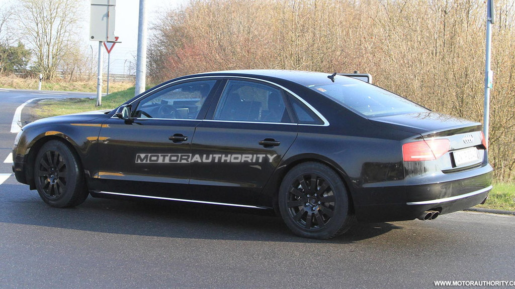 2011 Audi S8 spy shots