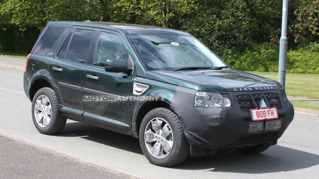 2012 Land Rover LR2 facelift spy shots