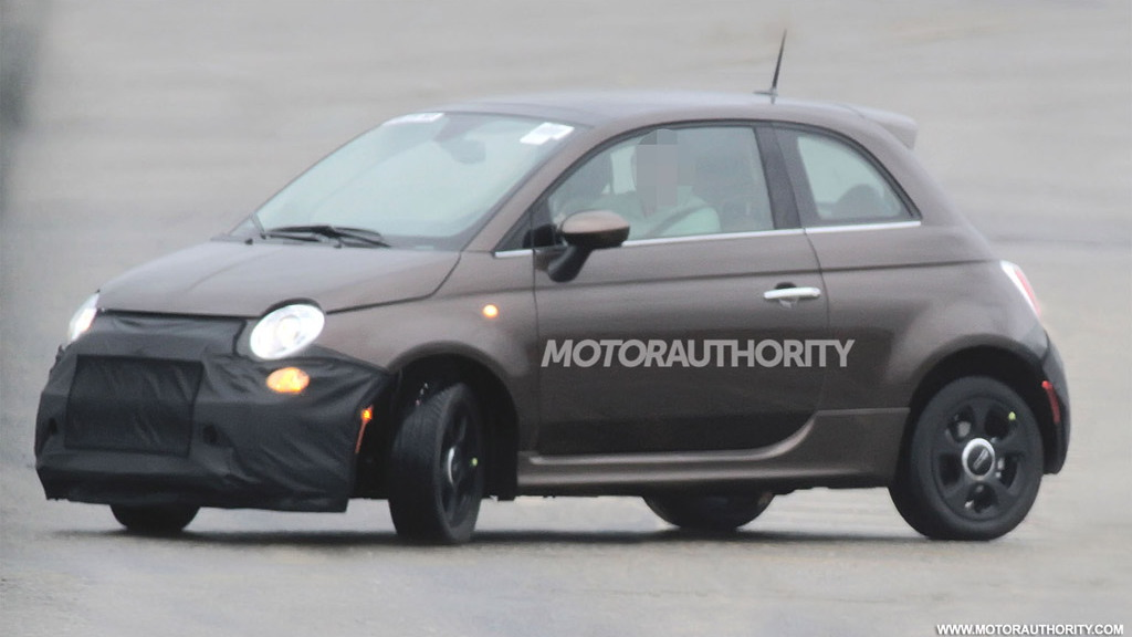 2013 Fiat 500 Elettrica electric car spy shots
