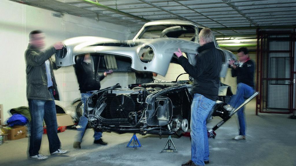 Mercedes-Benz destroys 300 SL replica