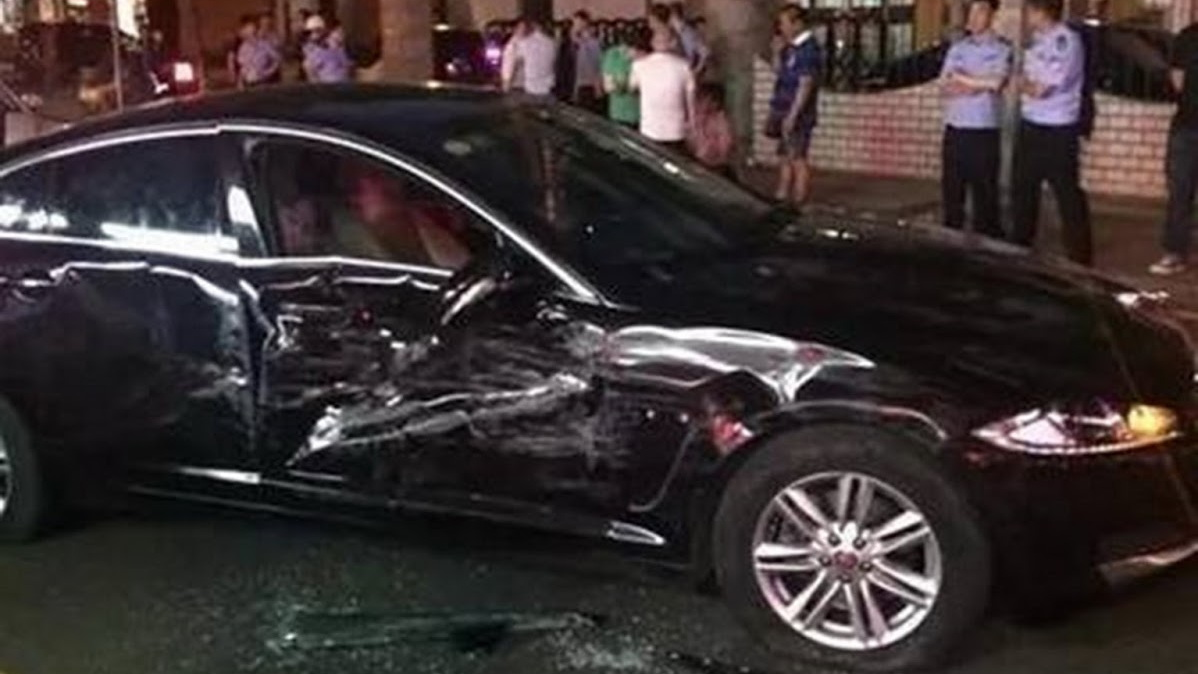 Jaguar XF smashed by Range Rover Evoque in China