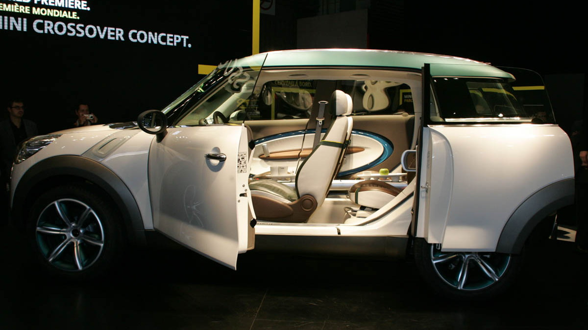 2008 mini crossover concept live paris 018