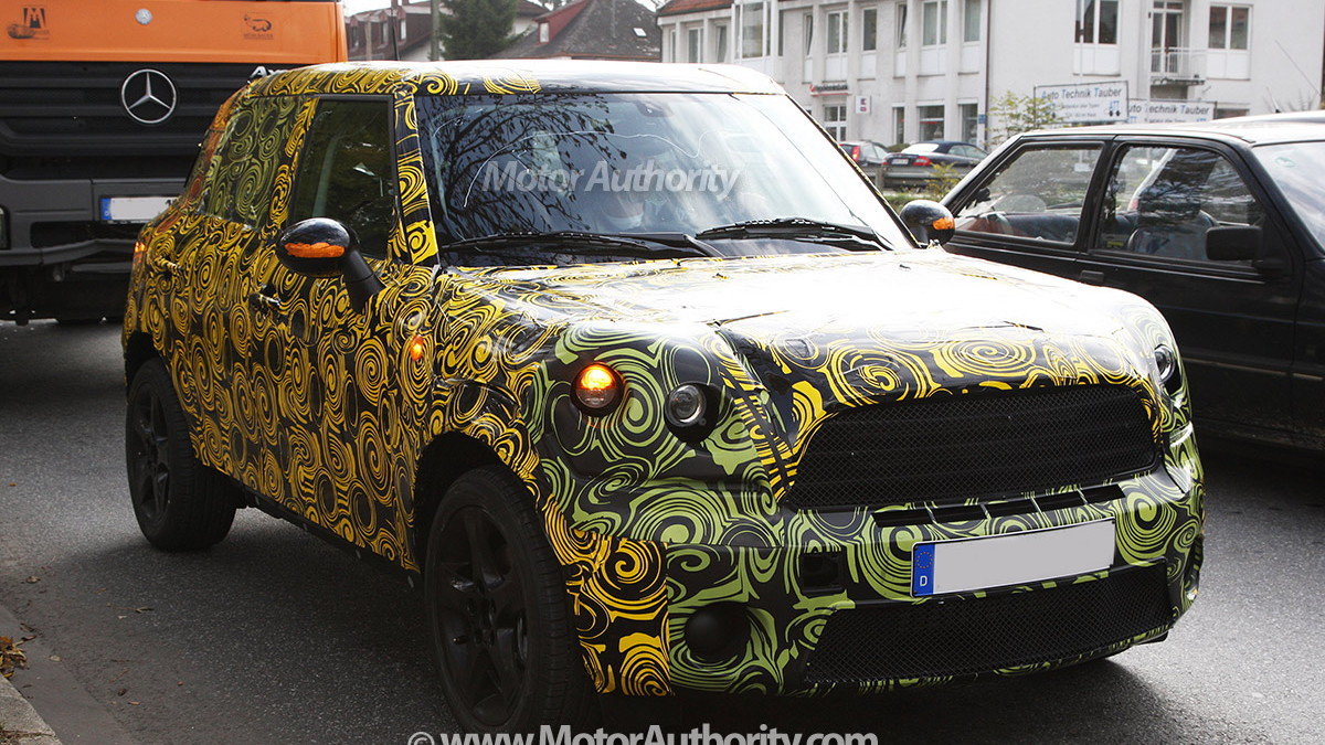 2010 mini crossover crossman maxi spy shots oct 002