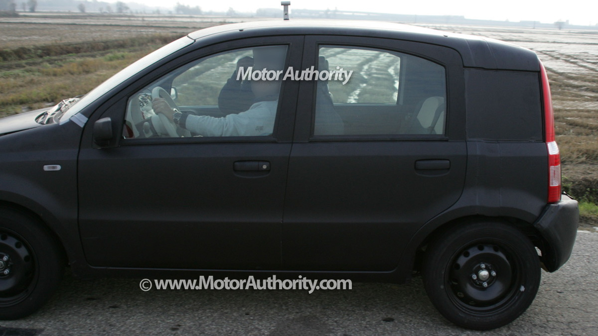 2011 fiat panda test mule spy shots november 004