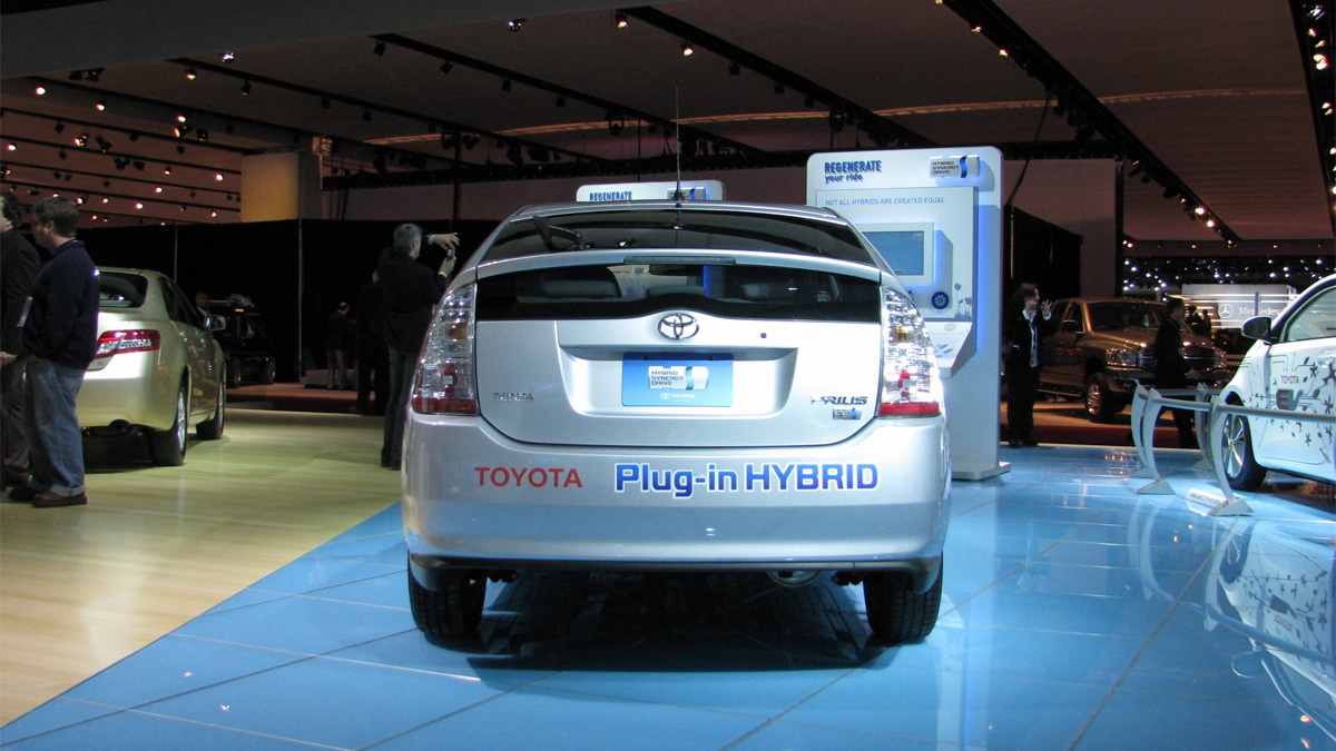 toyota plug in hybrid prius live 03