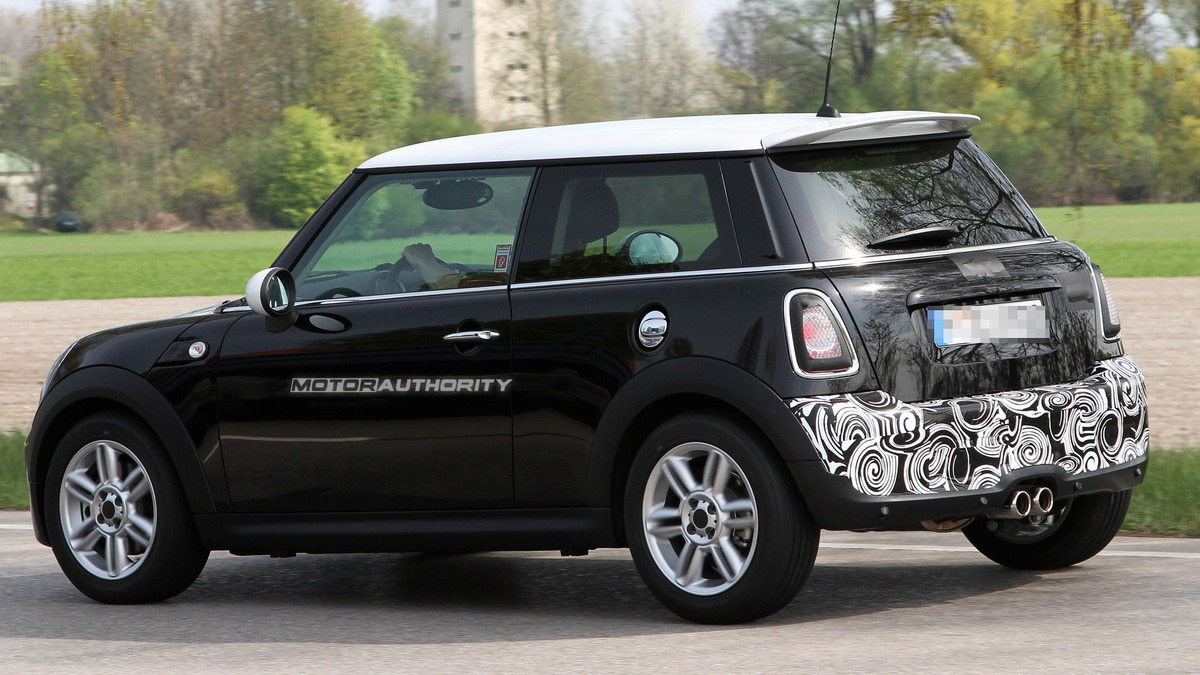 2011 MINI Cooper S facelift spy shots