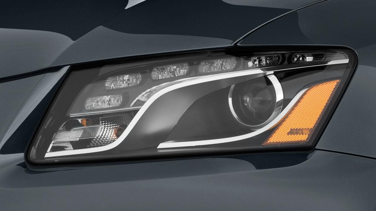 2010 Audi Q5 quattro 4-door 3.2L Premium Headlight