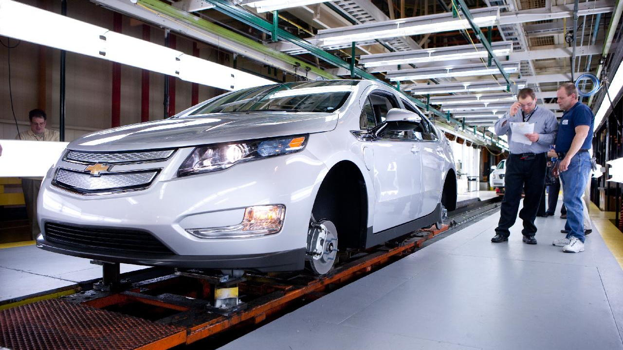 First 2011 Chevrolet Volt built on production tooling at Detroit Hamtramck plant, March 31, 2010