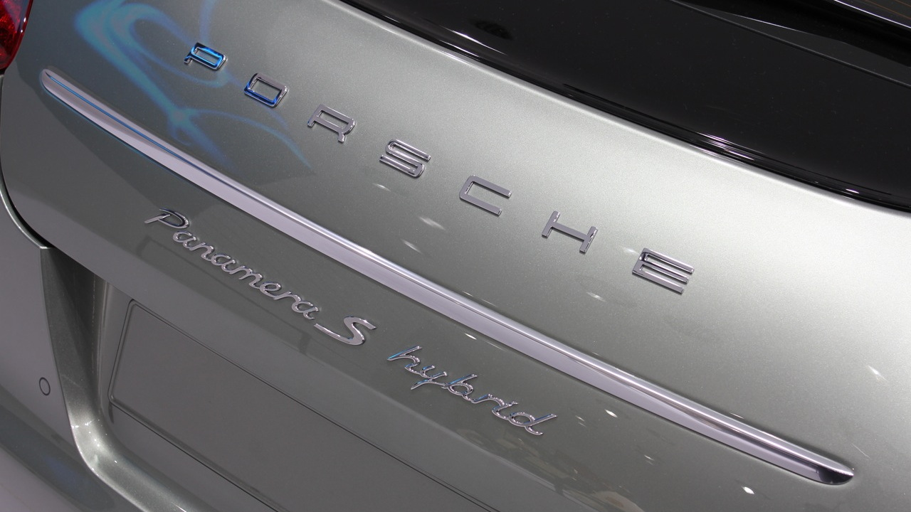 2012 Porsche Panamera S Hybrid live photos