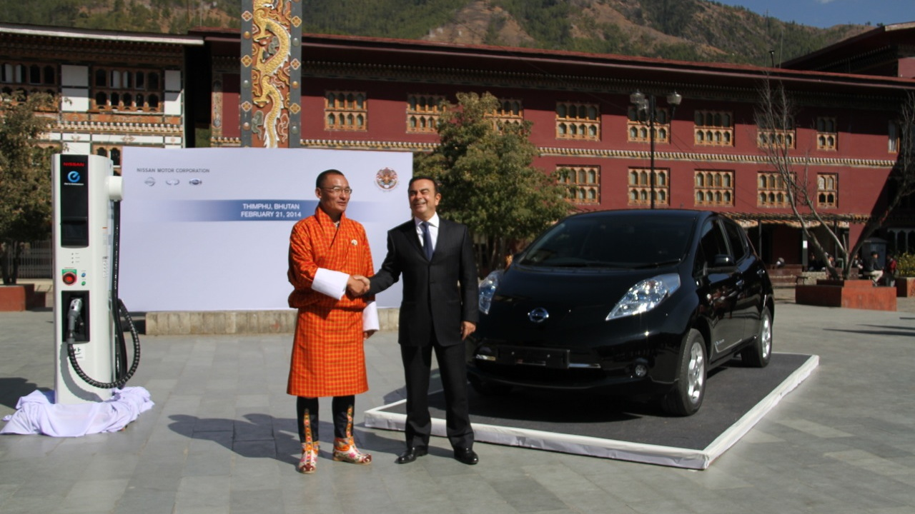 Tshering Tobgay, prime minister of Bhutan, with Nissan CEO Carlos Ghosn and Nissan Leaf electric car