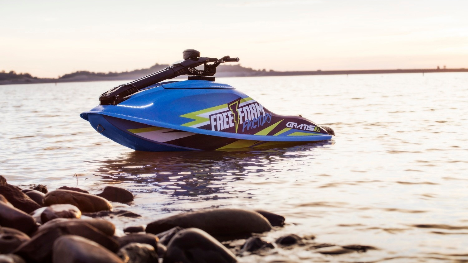 Free Form Factory Gratis X1 electric jet ski