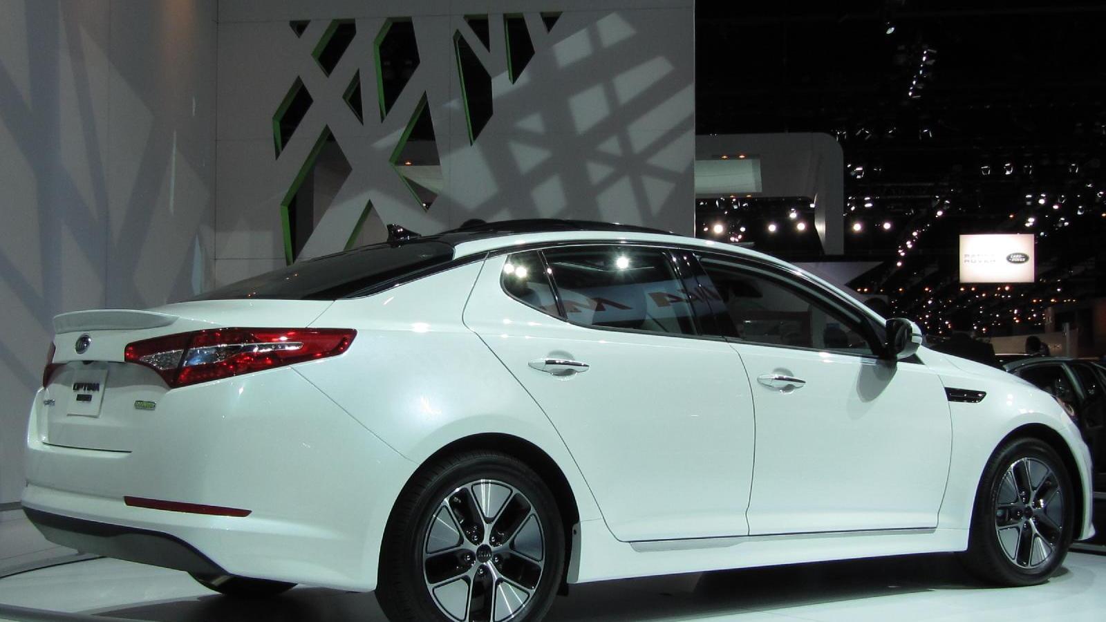 2011 Kia Optima Hybrid, at 2010 Los Angeles Auto Show