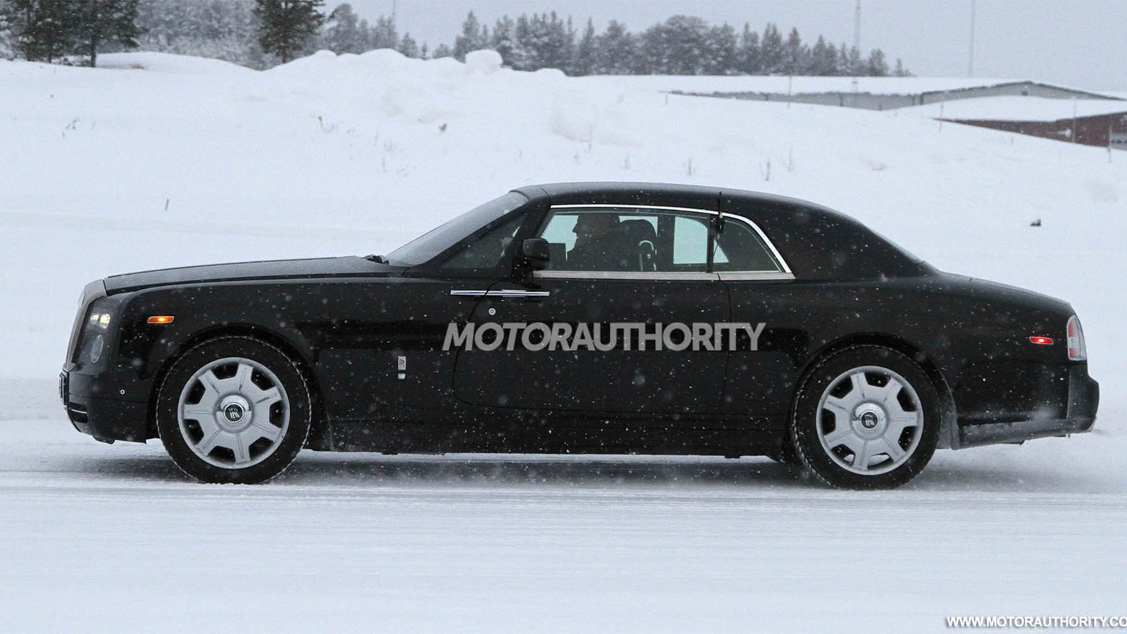 2013 Rolls-Royce Phantom Coupe facelift spy shots